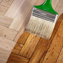 Как правильно покрасить деревянный пол?
